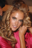th_96597_fashiongallery_VSShow08_Backstage_AlessandraAmbrosio-09_122_363lo.jpg