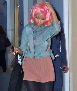 Ники Минаж, фото 137. Nicki Minaj and a friend out shopping in Beverly Hills 2-10-12, foto 137