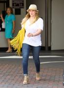 http://img177.imagevenue.com/loc572/th_600669175_Hilary_Duff_shopping_Nike_Town7_122_572lo.jpg