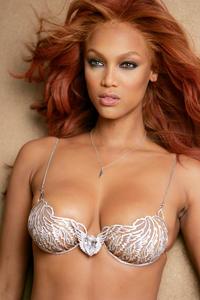 Tyra Banks tits boobs breast krūtinė papai biustas