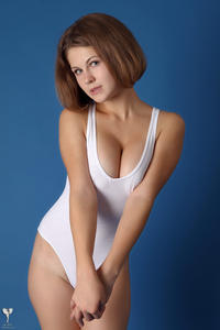 http://img177.imagevenue.com/loc90/th_365160971_tduid300163_silver_angels_Sandrinya_I_whiteswimwear_1_087_122_90lo.jpg